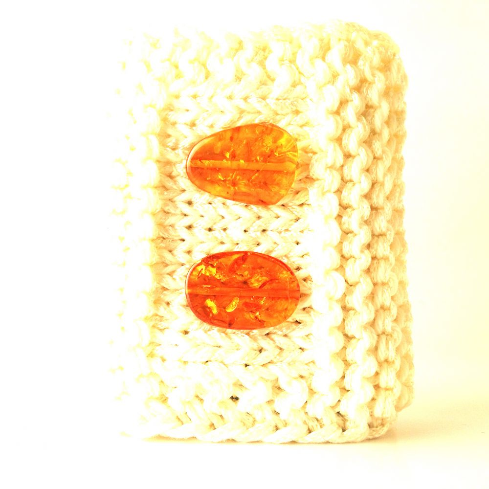 Cool shiny bracelet with transparent amber