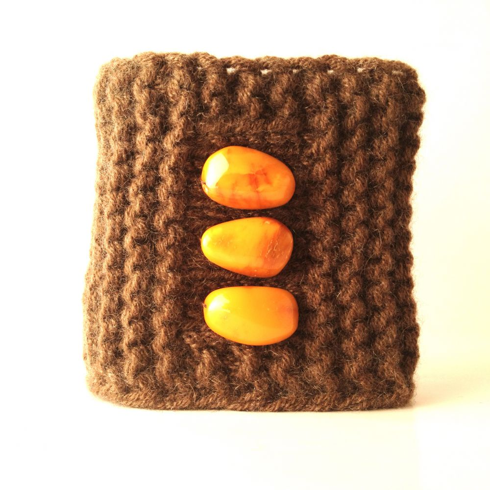 Soft cashmere bracelet with glossy amber